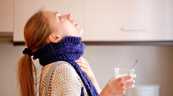 Помогает ли ромашка от боли в горле